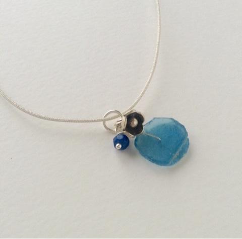 青ローマングラスのネックレス2